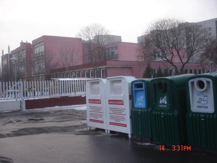eeb242c195 X. kerület - Kőbánya | Ruhagyűjtő konténereket tett ki a Vöröskereszt